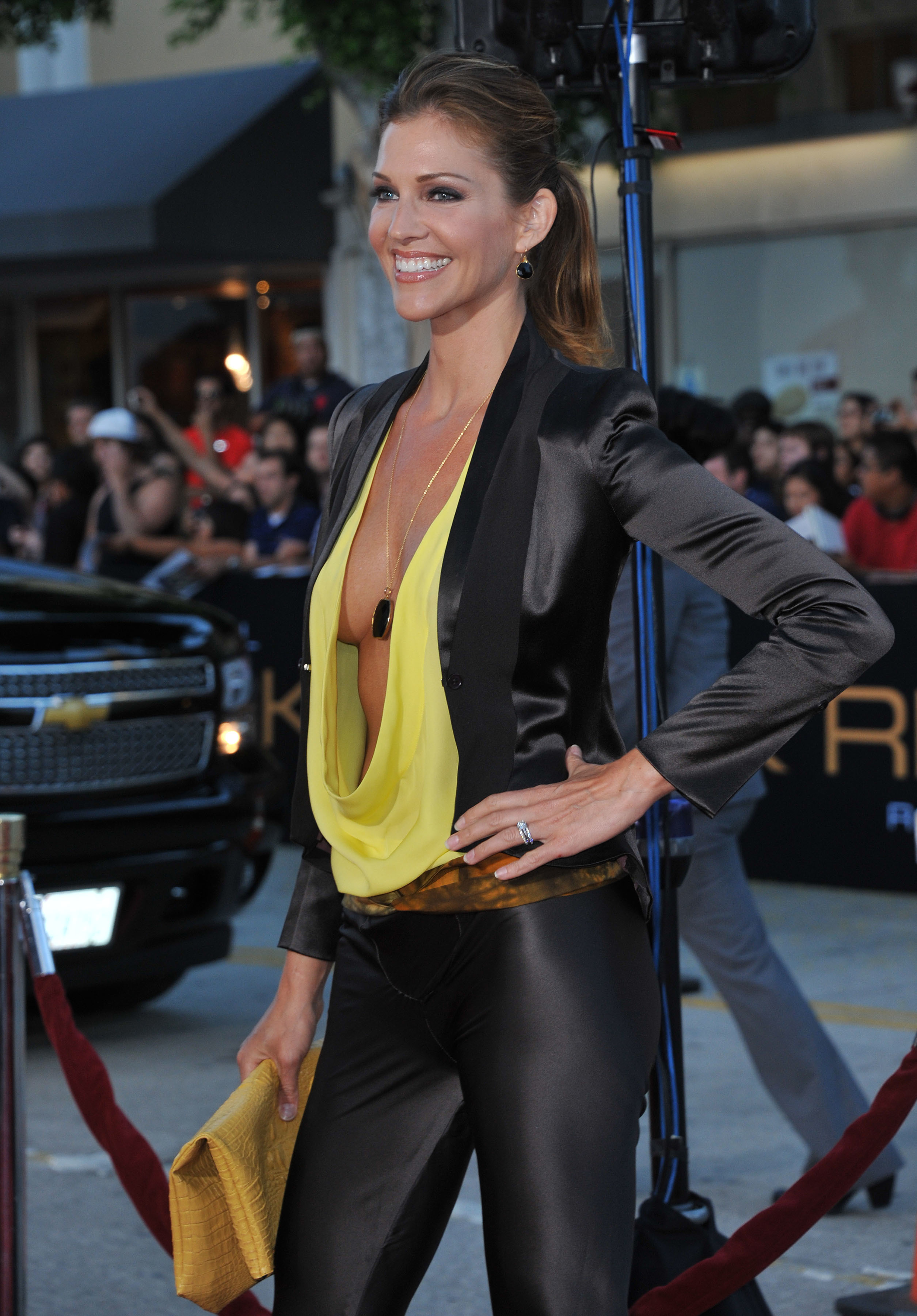 Tricia Helfer Iphone Sexy Wallpapers