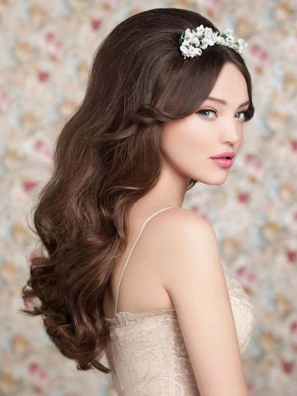 Amazing Long Wavy Bridal Hairstyle
