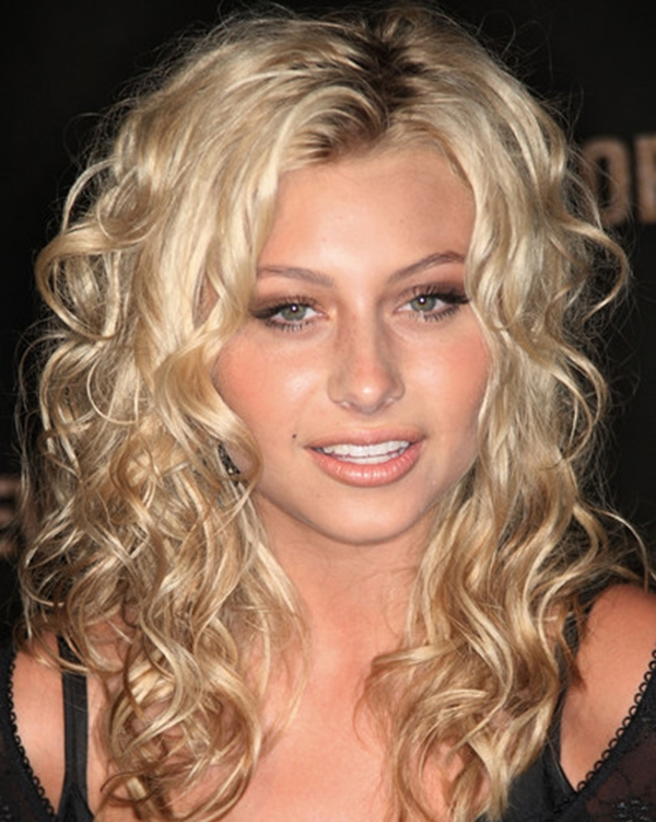 Blonde Long Curly Hairstyle Idea
