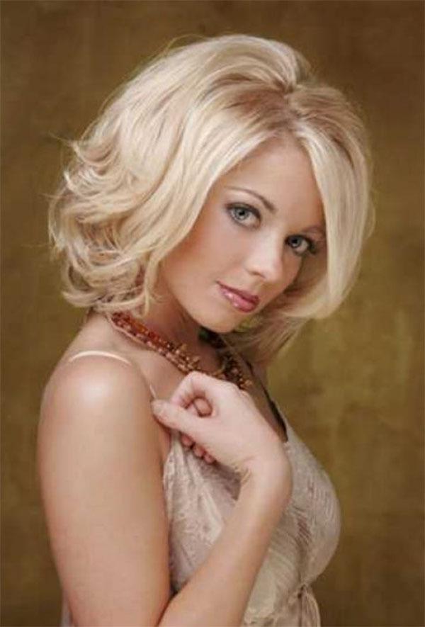 Blonde Wavy Medium Hair