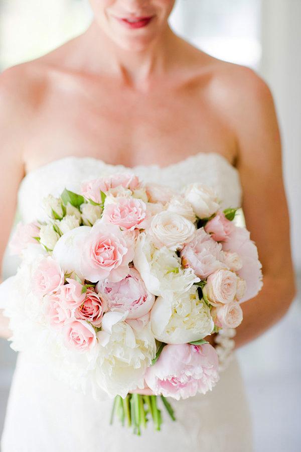 Chic Bridal Bouquet Idea