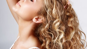 Cute Blonde Long Curly Hair