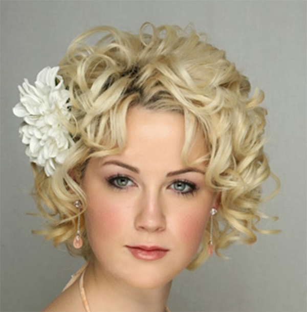 Stylish Short Blonde Hairstyle1