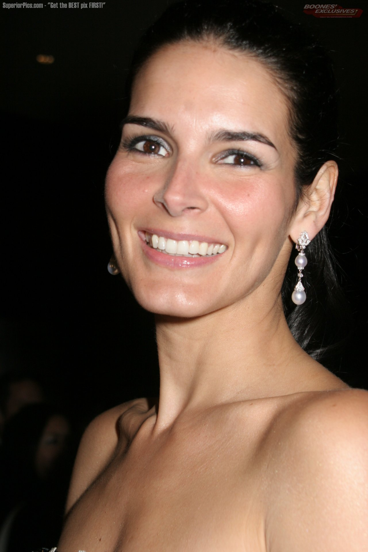 Angie Harmon Wallpaper For Android
