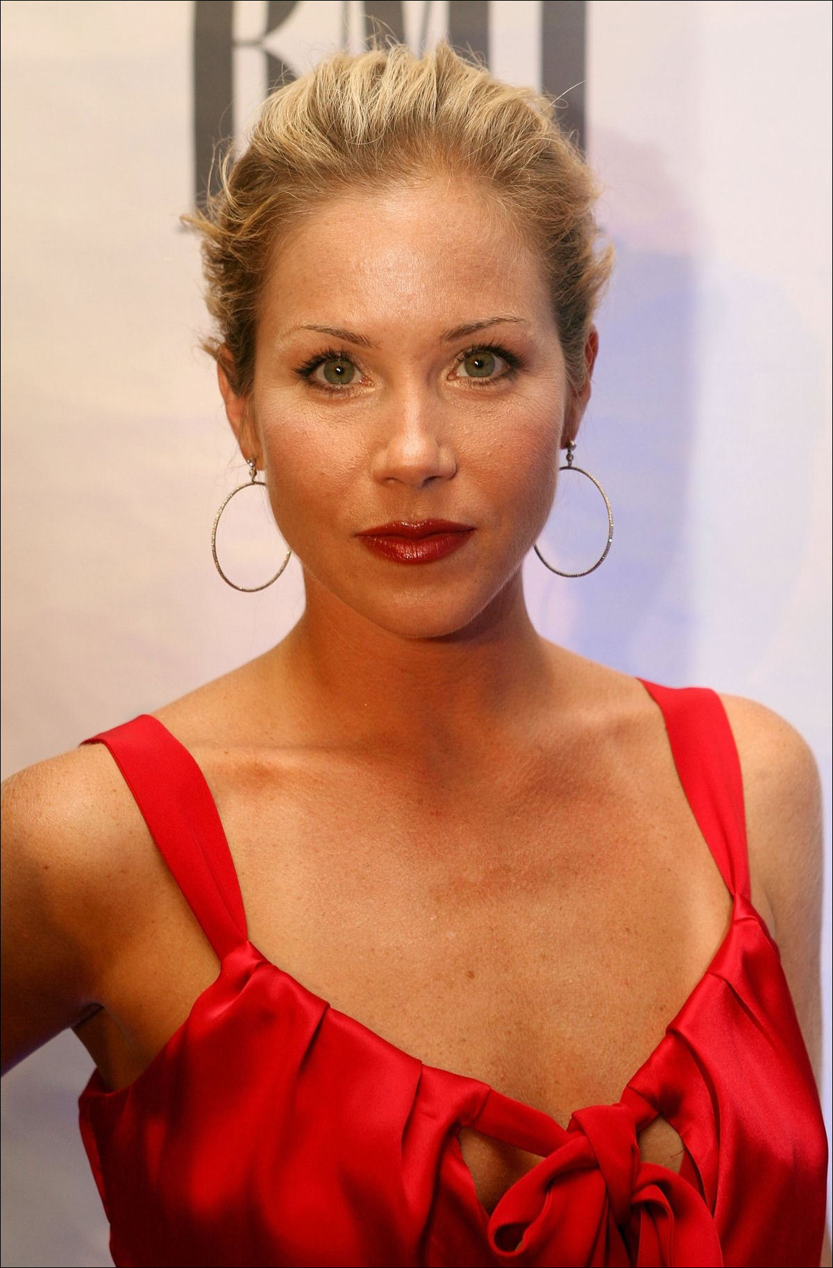 Christina Applegate High Quality Wallpapers For Iphone