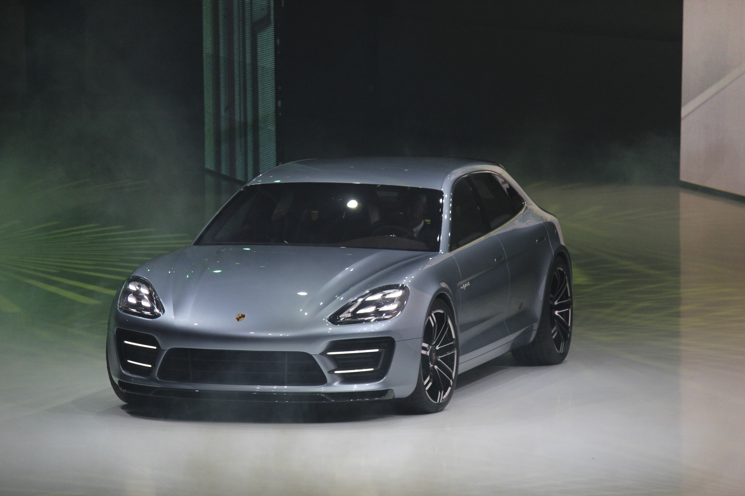 Porsche Panamera Sport Turismo HD Background