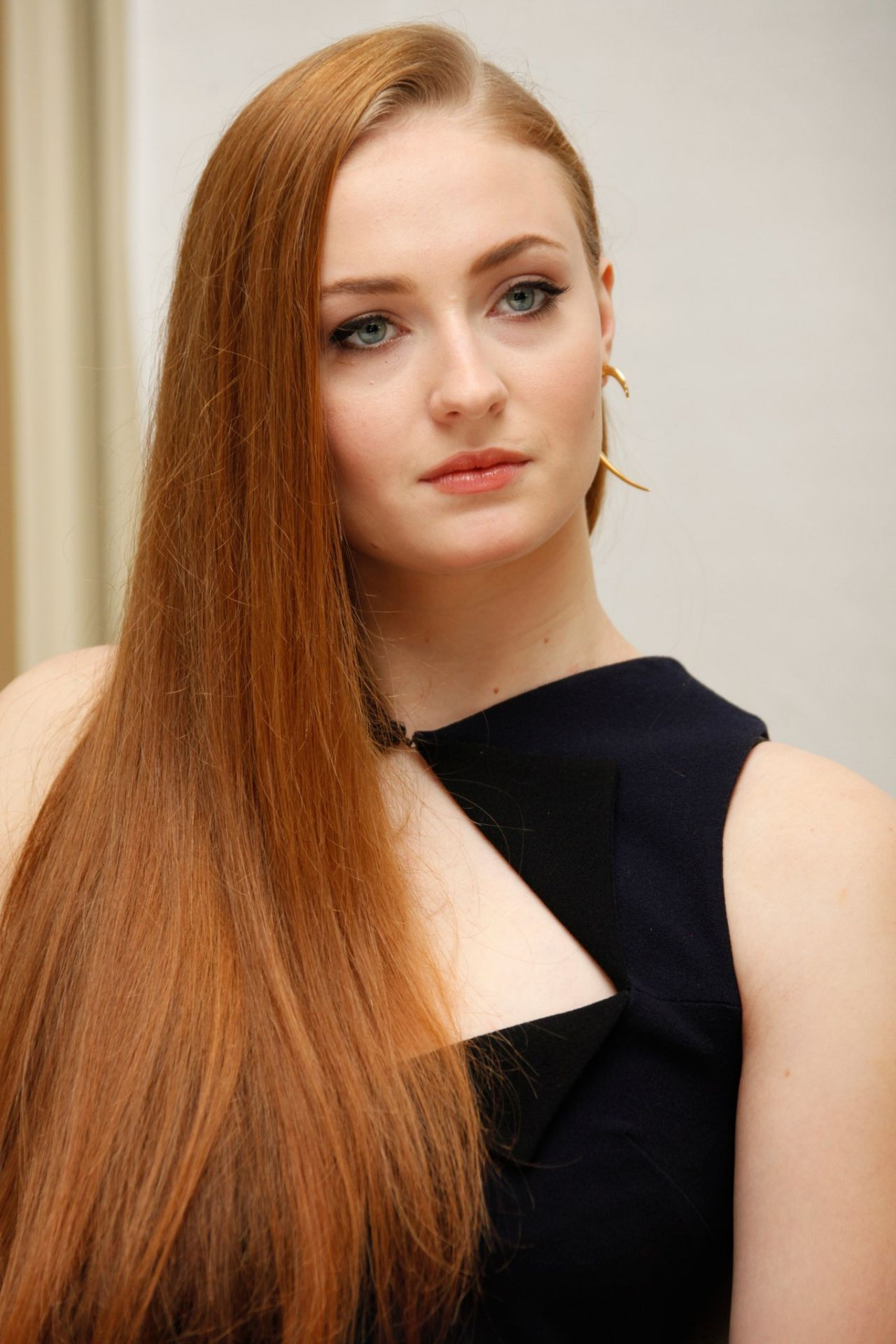 Sophie Turner Iphone Sexy Wallpapers