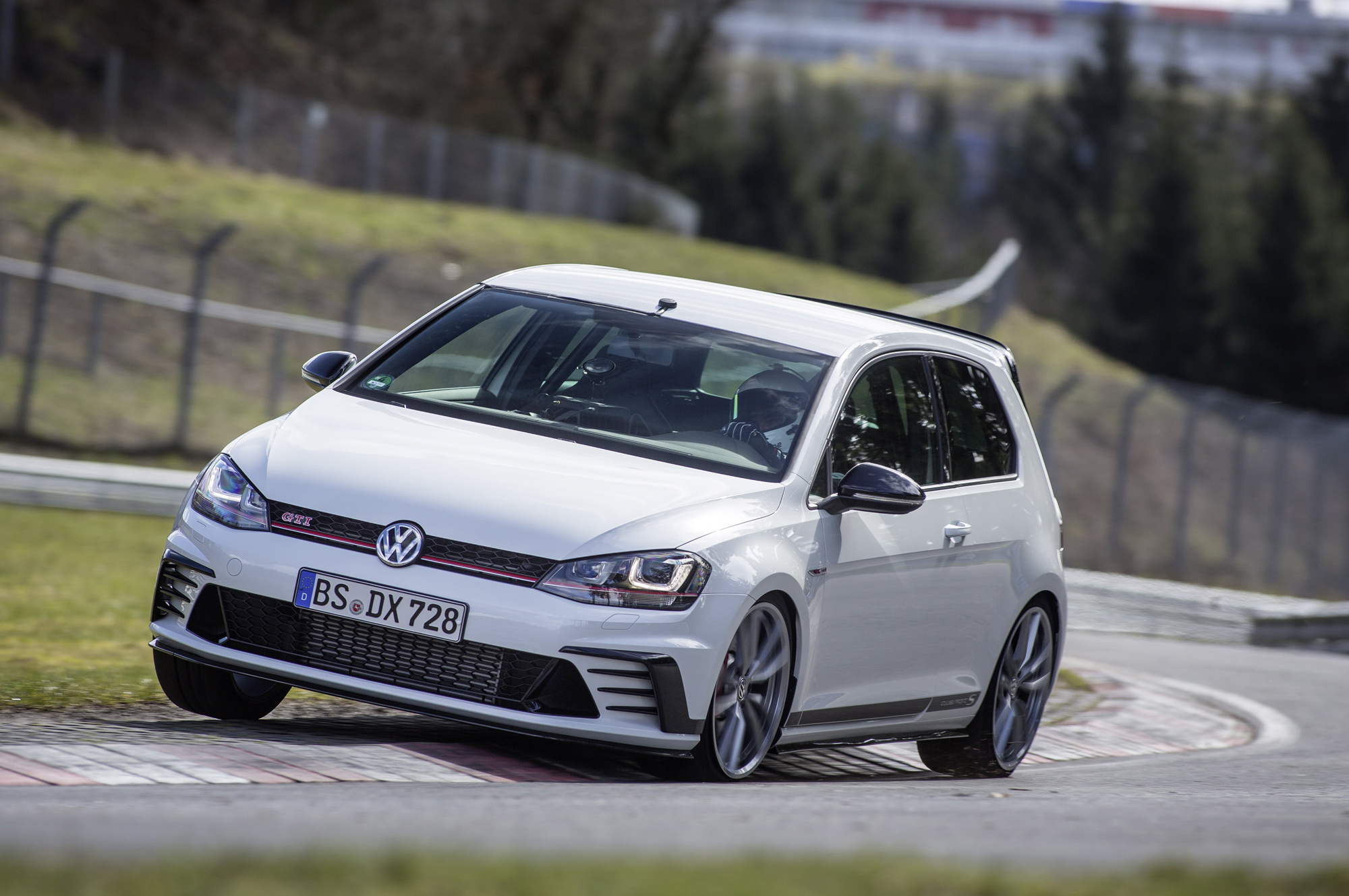 Volkswagen Golf GTI Clubsport S Images