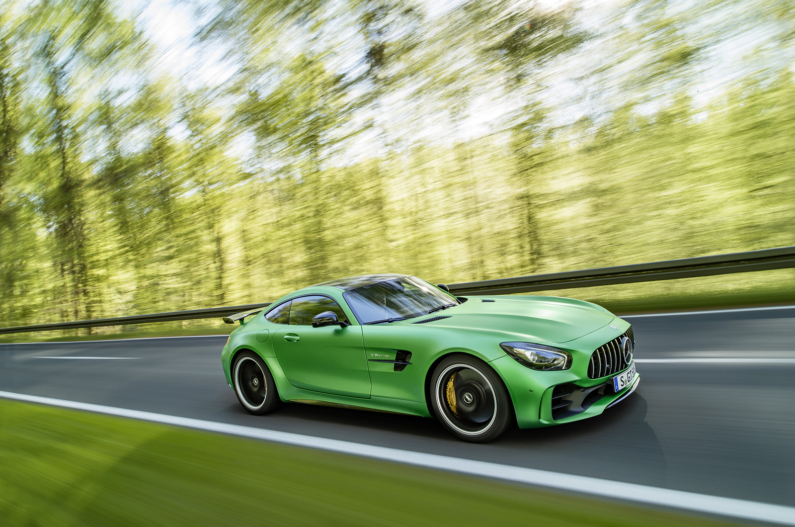 Mercedes AMG GT R Computer Backgrounds