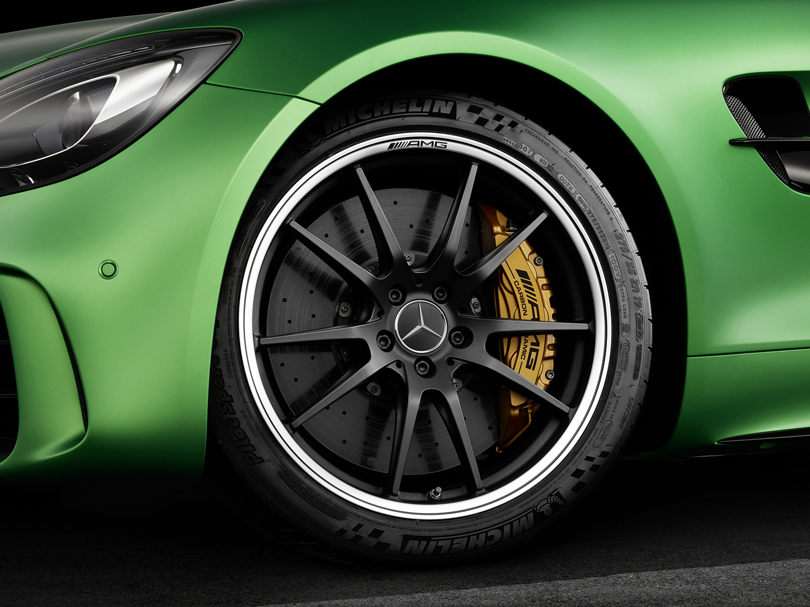 Mercedes AMG GT R Widescreen