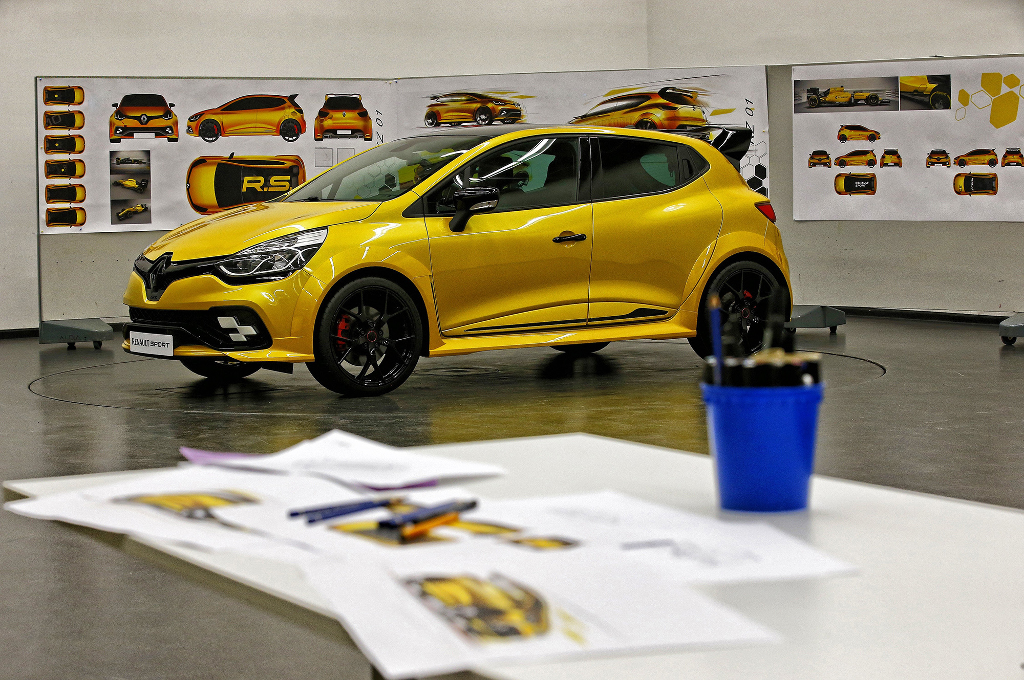 Renault Clio RS Wallpapers