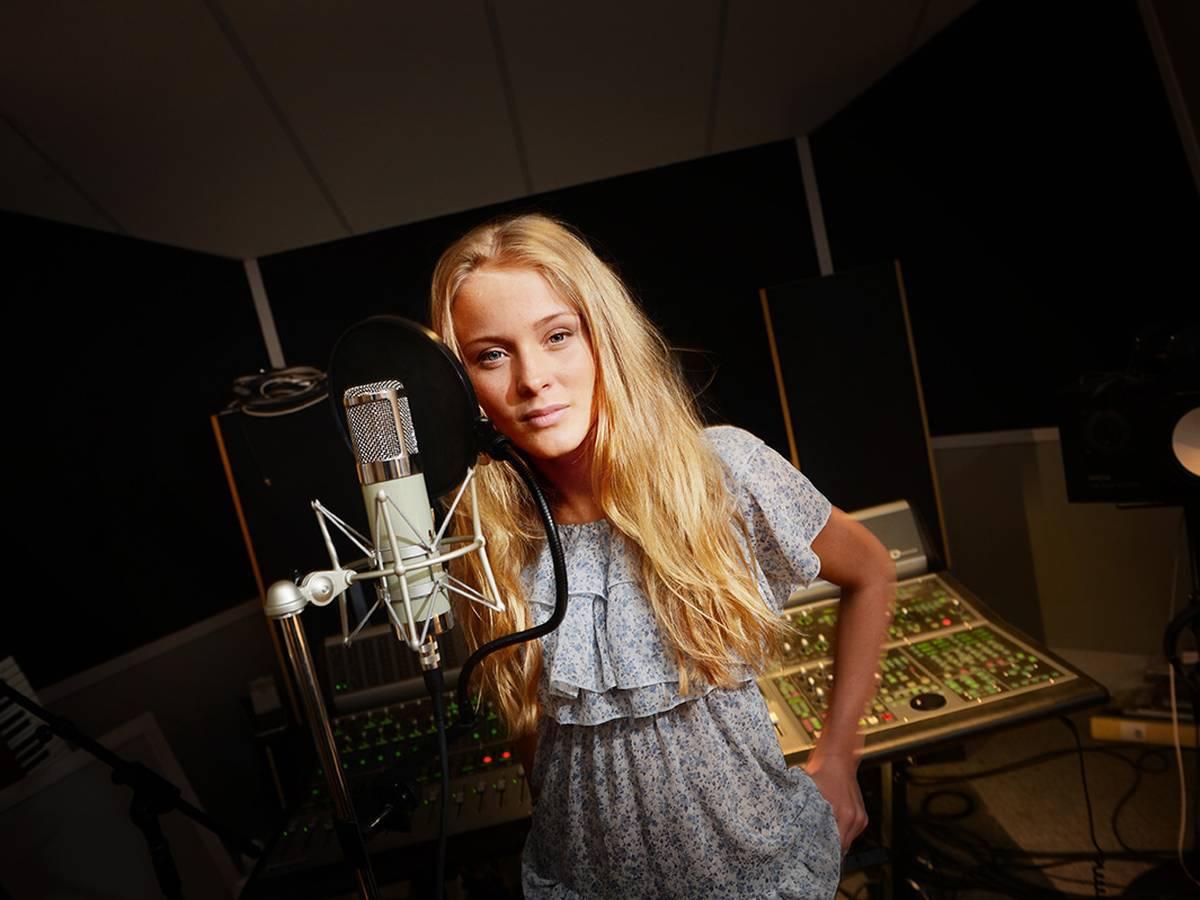 Zara Larsson Background