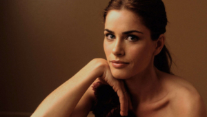 Amanda Peet HD Wallpaper