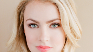 Amanda Schull HD Background