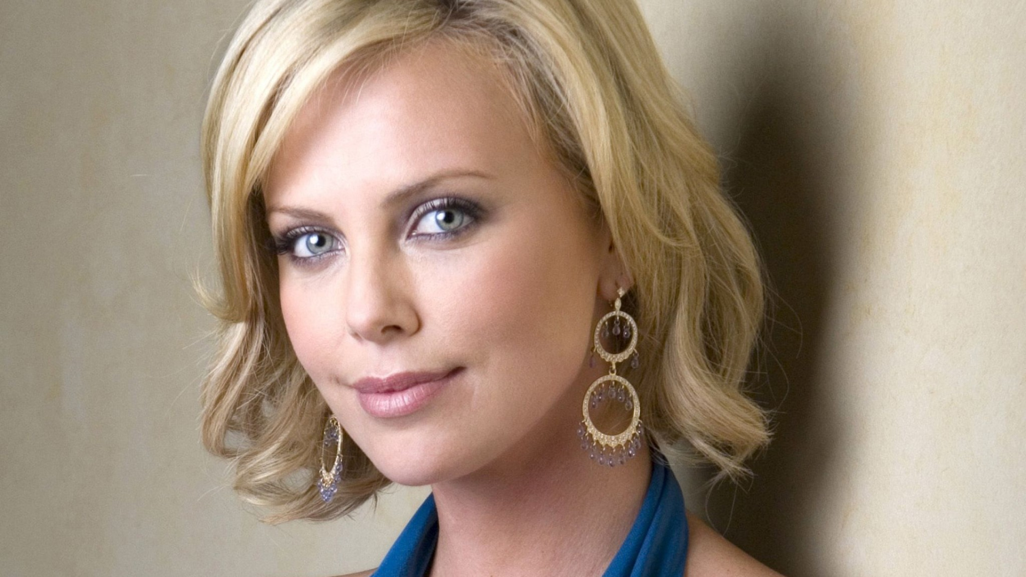 Charlize Theron Wallpaper For Laptop