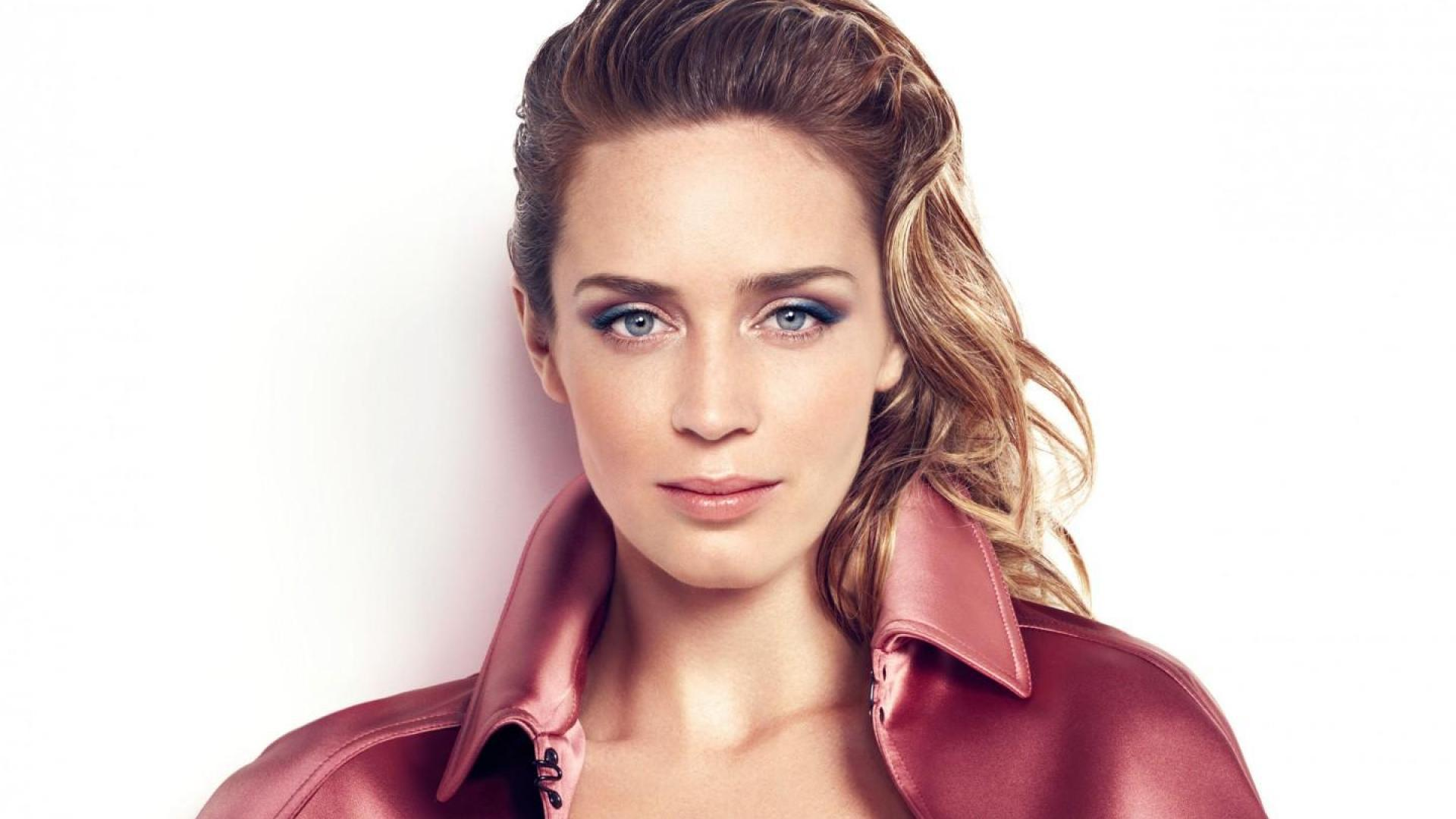 Emily Blunt Wallpapers And Backgrounds