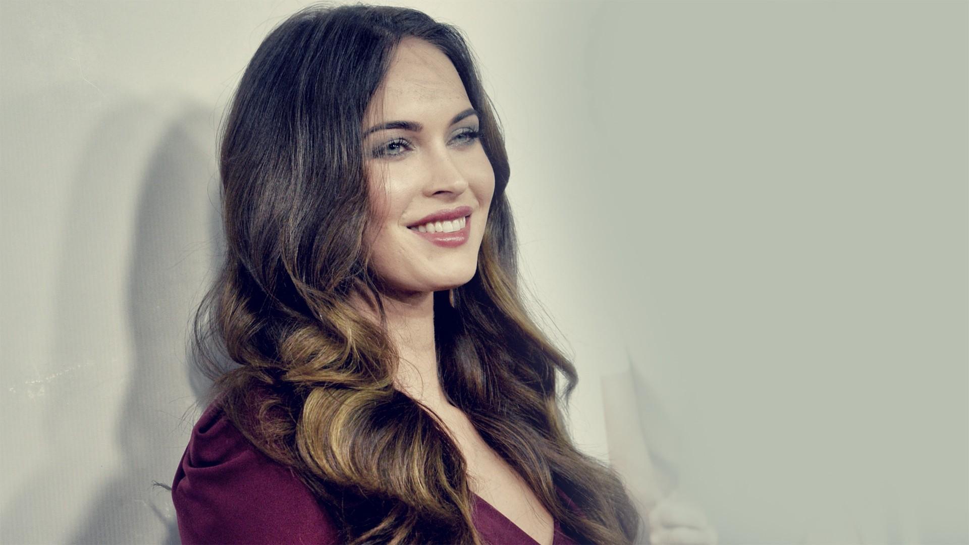 Megan Fox Sexy Wallpapers