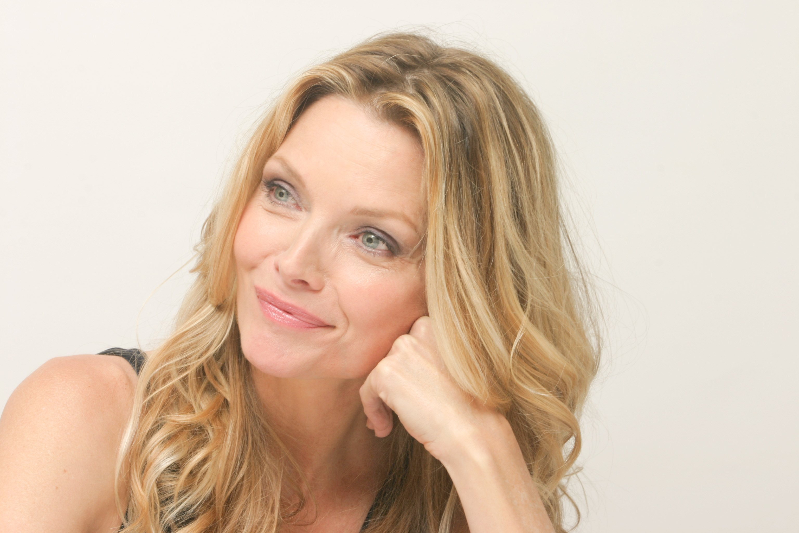 Michelle Pfeiffer High Quality Wallpapers