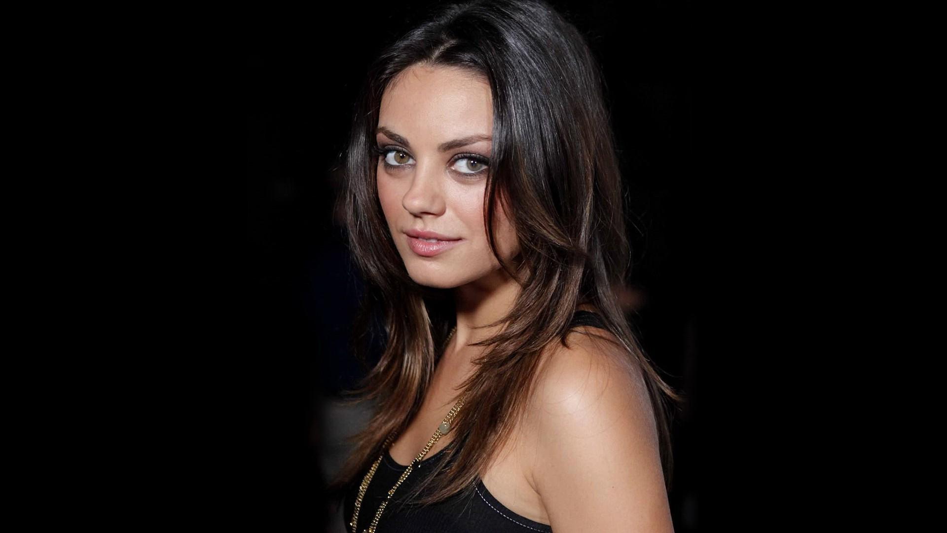 Mila Kunis Sexy Wallpapers