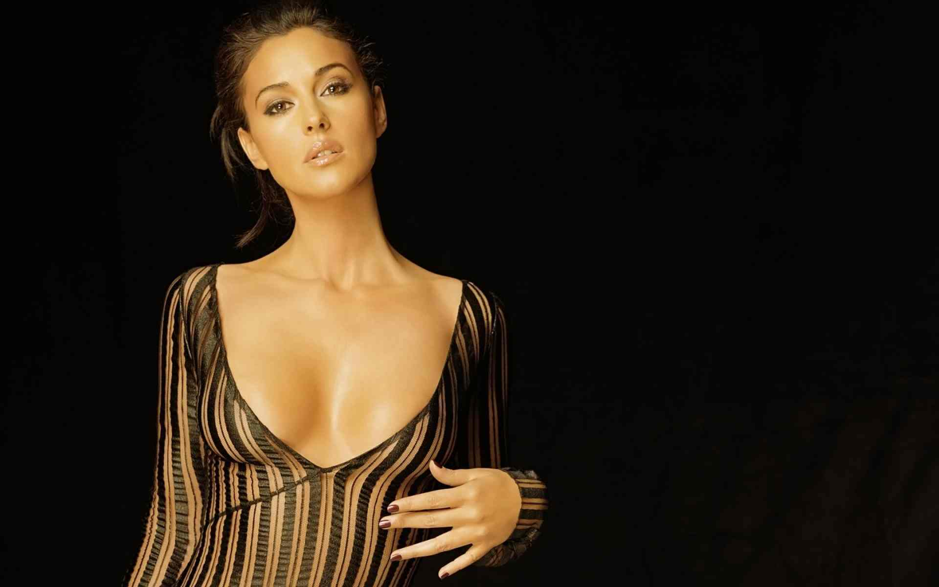 Monica Bellucci HD Background