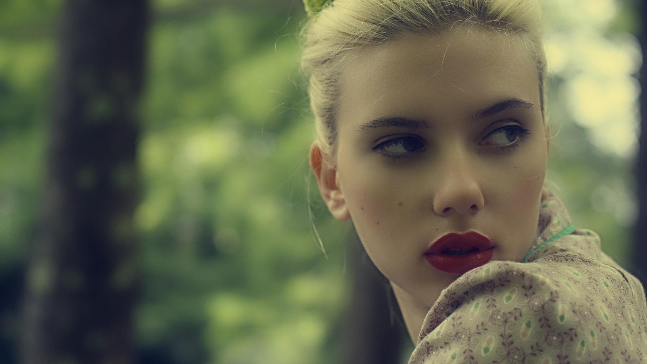 Scarlett Johansson Wal...