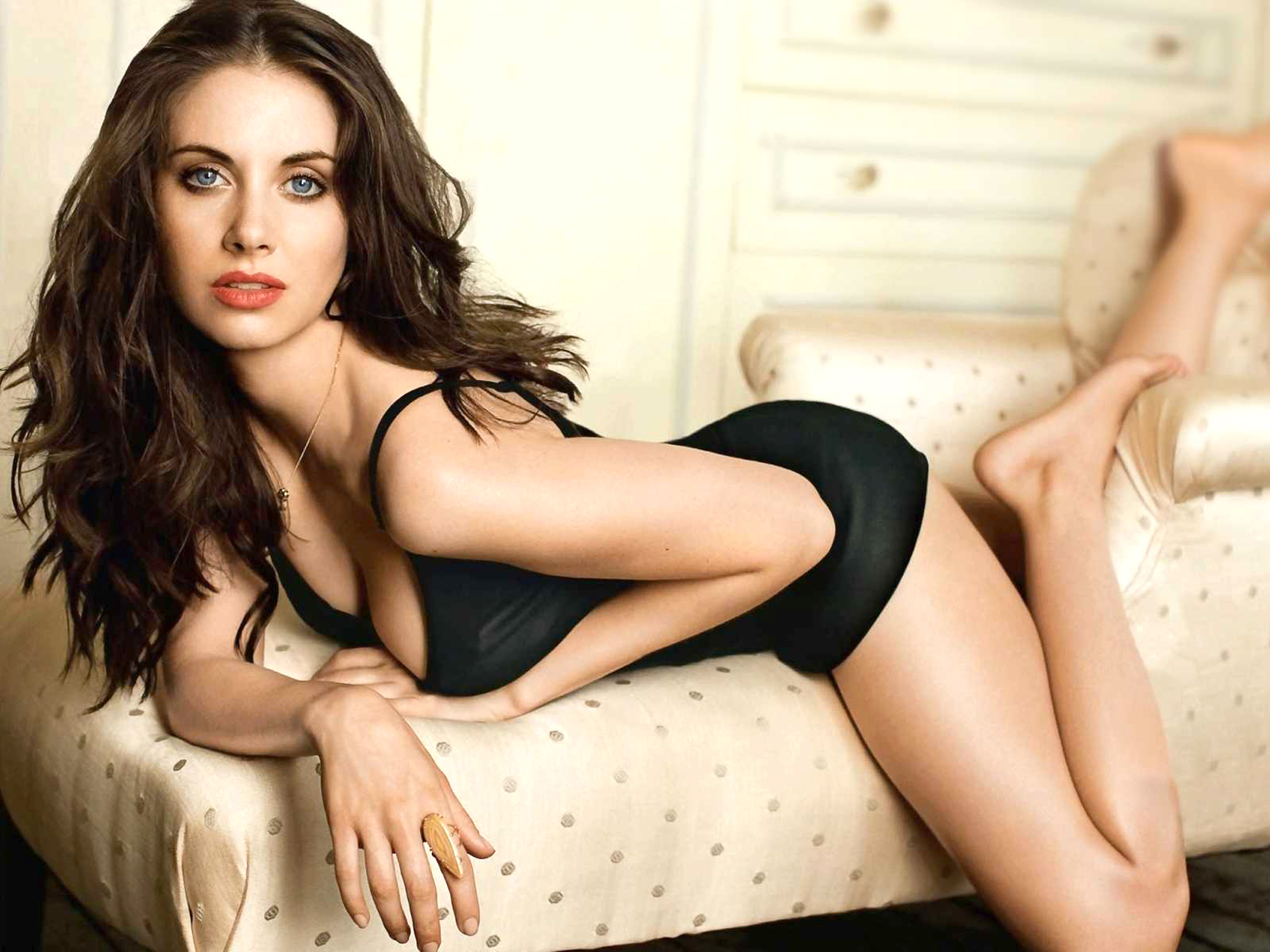 Alison Brie Download Free Backgrounds HD