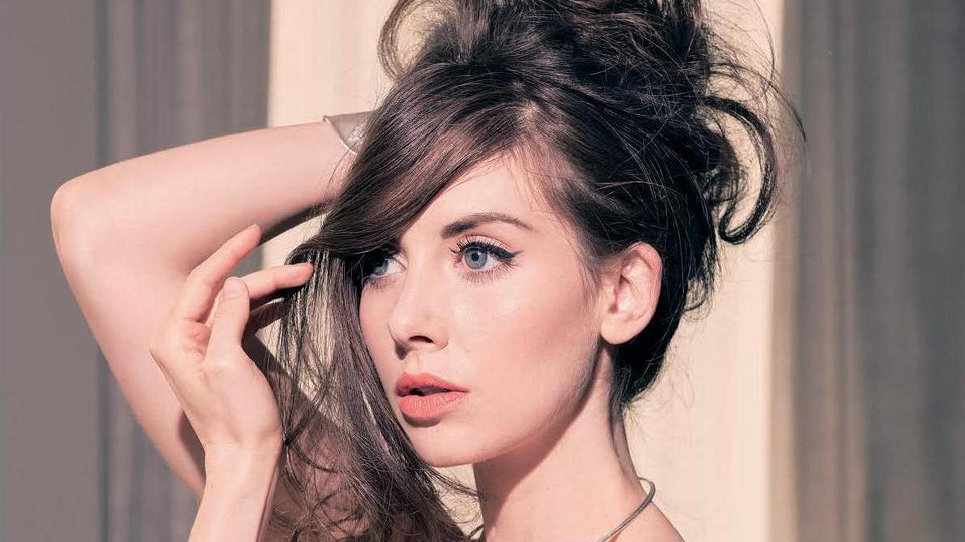 Alison Brie HD Wallpaper