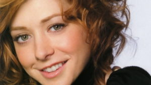 Alyson Hannigan HD Background