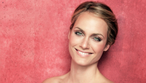 Amber Valletta HD Wallpaper
