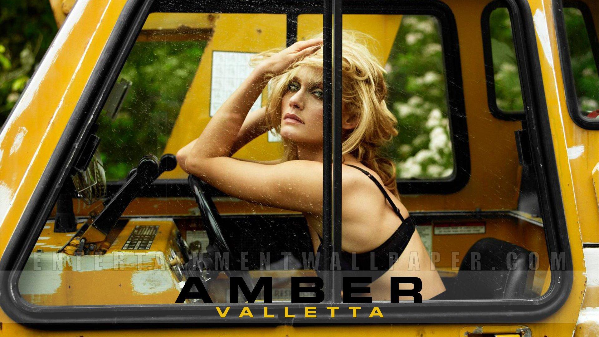 Amber Valletta Pictures