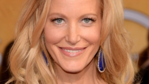 Anna Gunn Wallpaper For Iphone