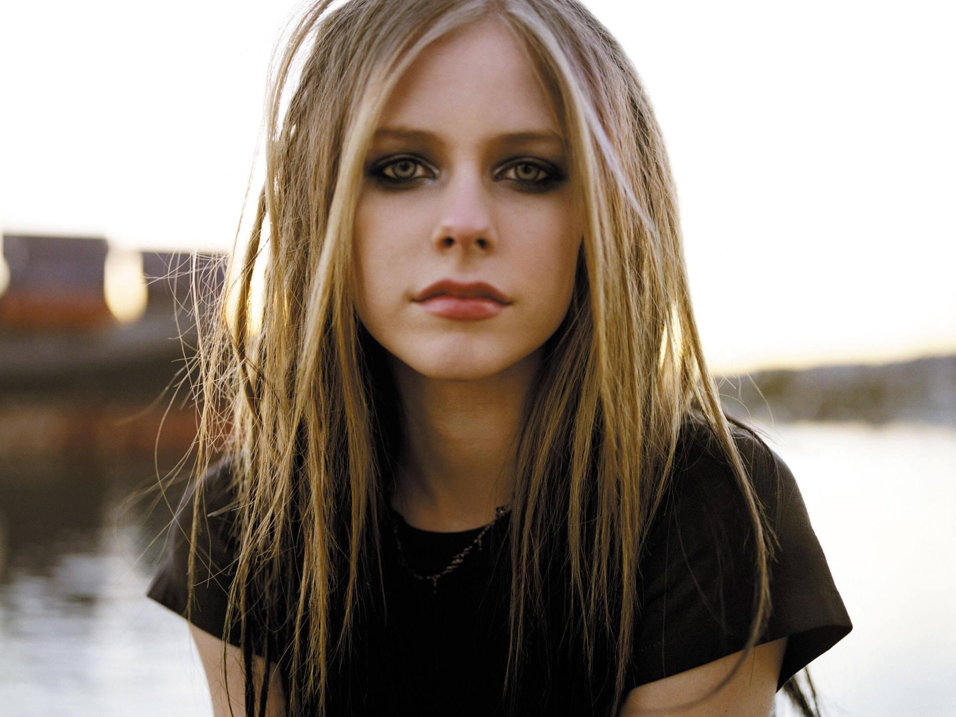 Avril Lavigne HD Desktop