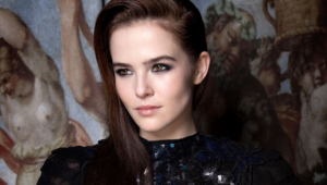 Beautiful Zoey Deutch Image HD