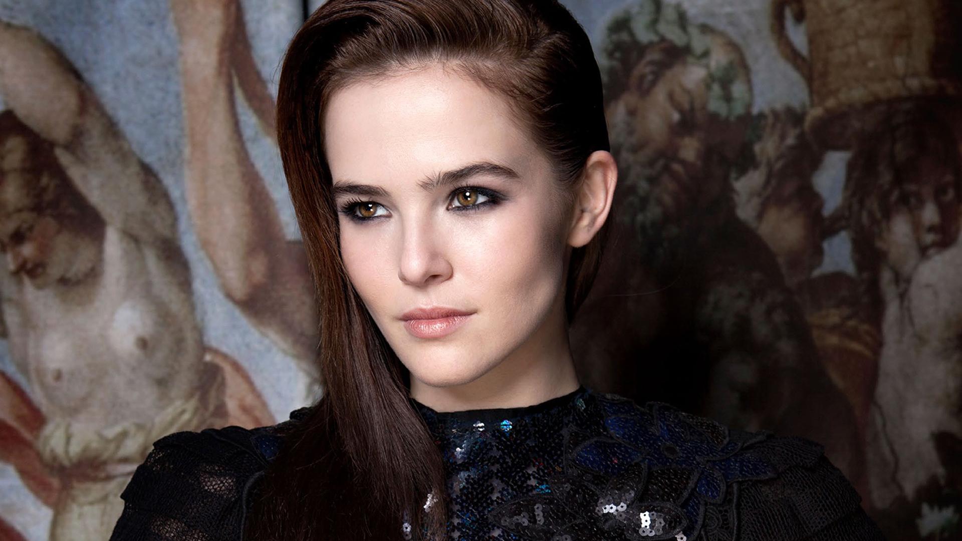 Beautiful Zoey Deutch Image HD