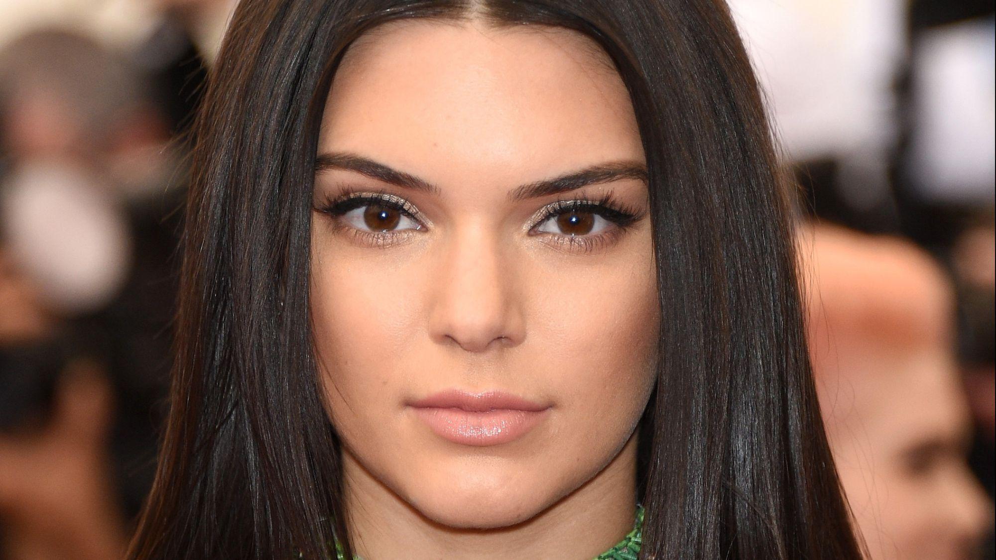 Kendall Jenner Sexy Photos