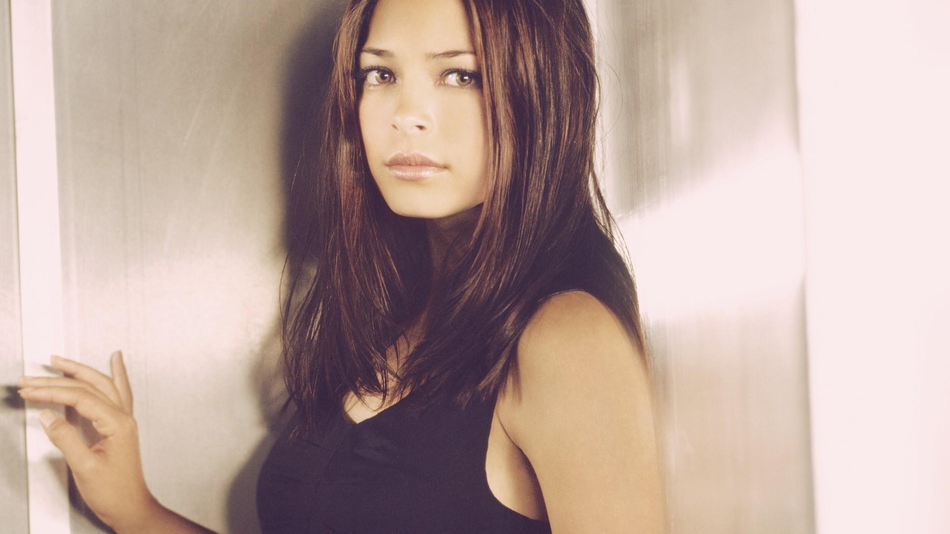 Kristin Kreuk Pictures