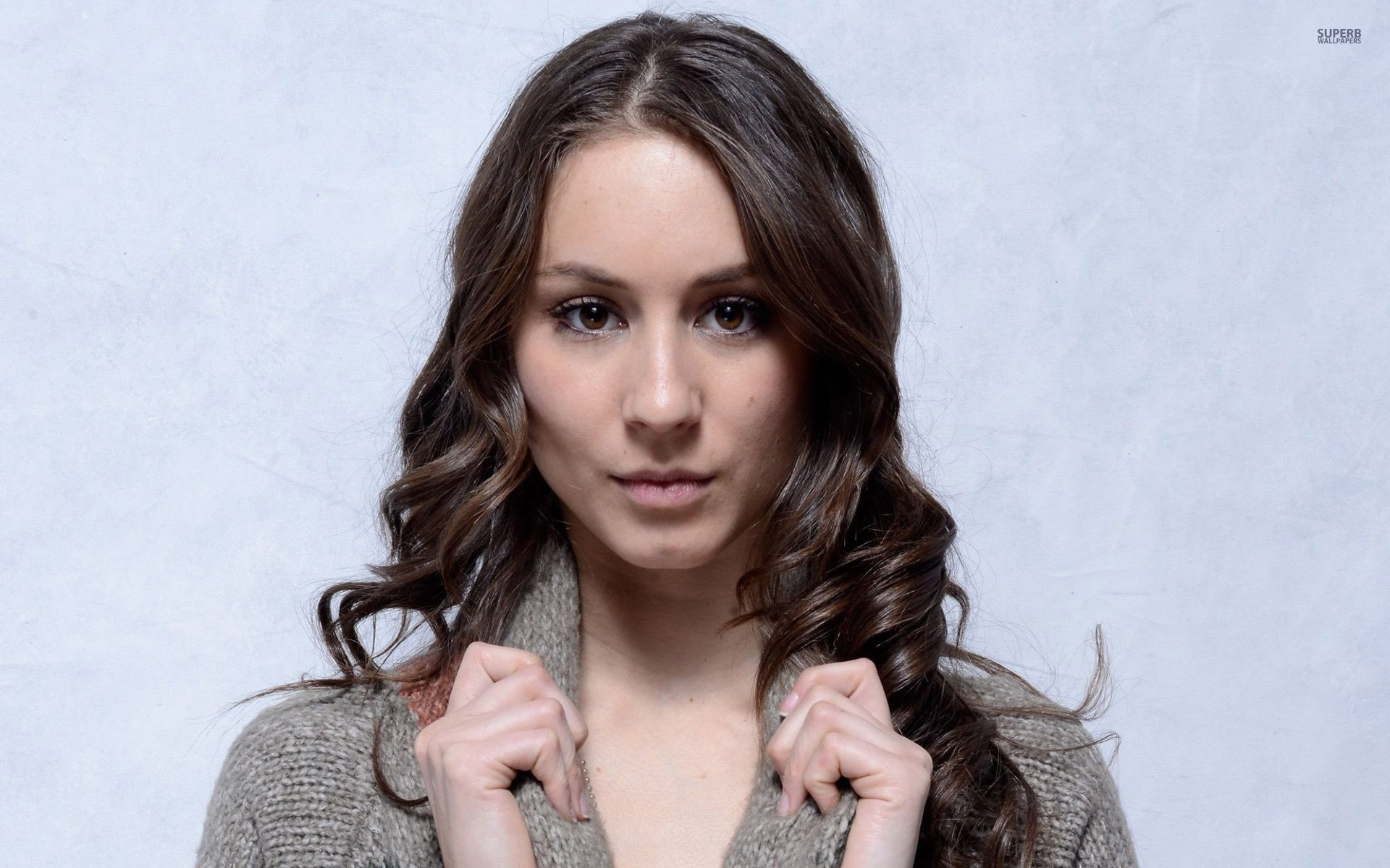 Pictures Of Troian Avery Bellisario