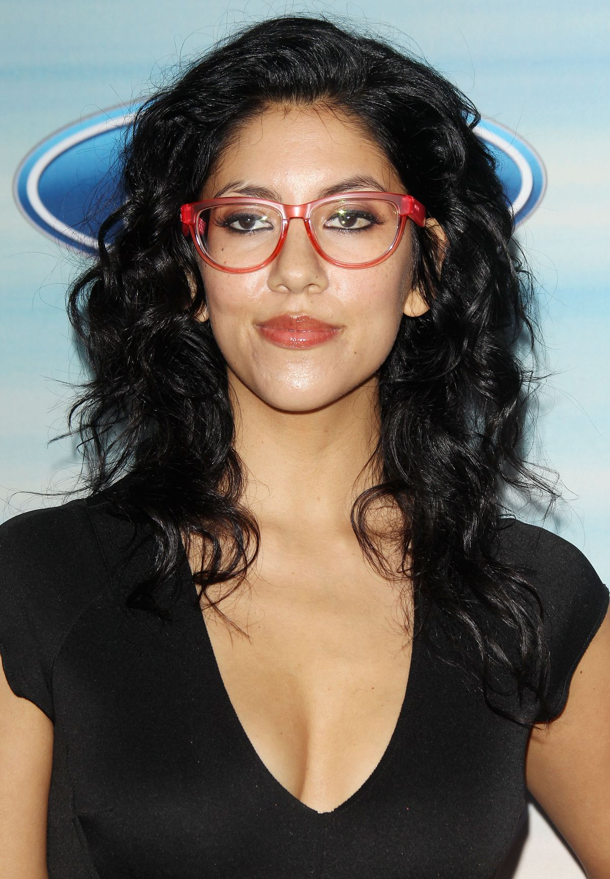 Stephanie Beatriz Free Download Wallpaper For Mobile