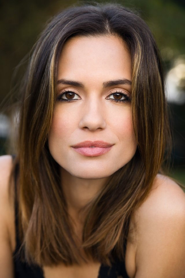 Torrey DeVitto HD Iphone