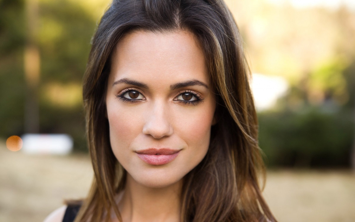 Torrey DeVitto High Quality Wallpapers