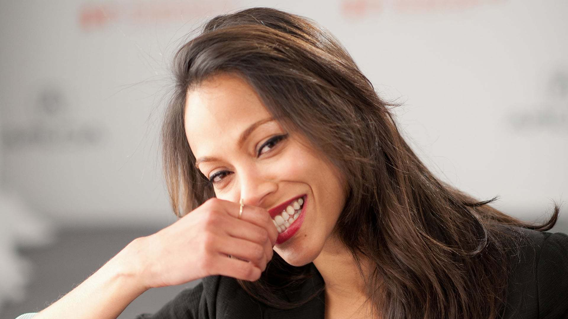Zoe Saldana HD Background