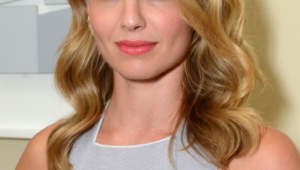 Annabelle Wallis Iphone Sexy Wallpapers