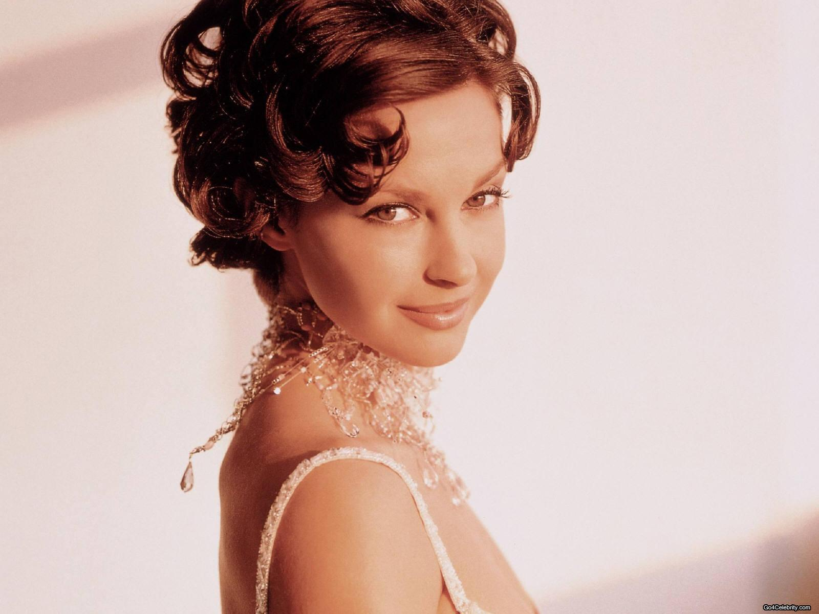 Ashley Judd Wallpapers Images Photos Pictures Backgrounds