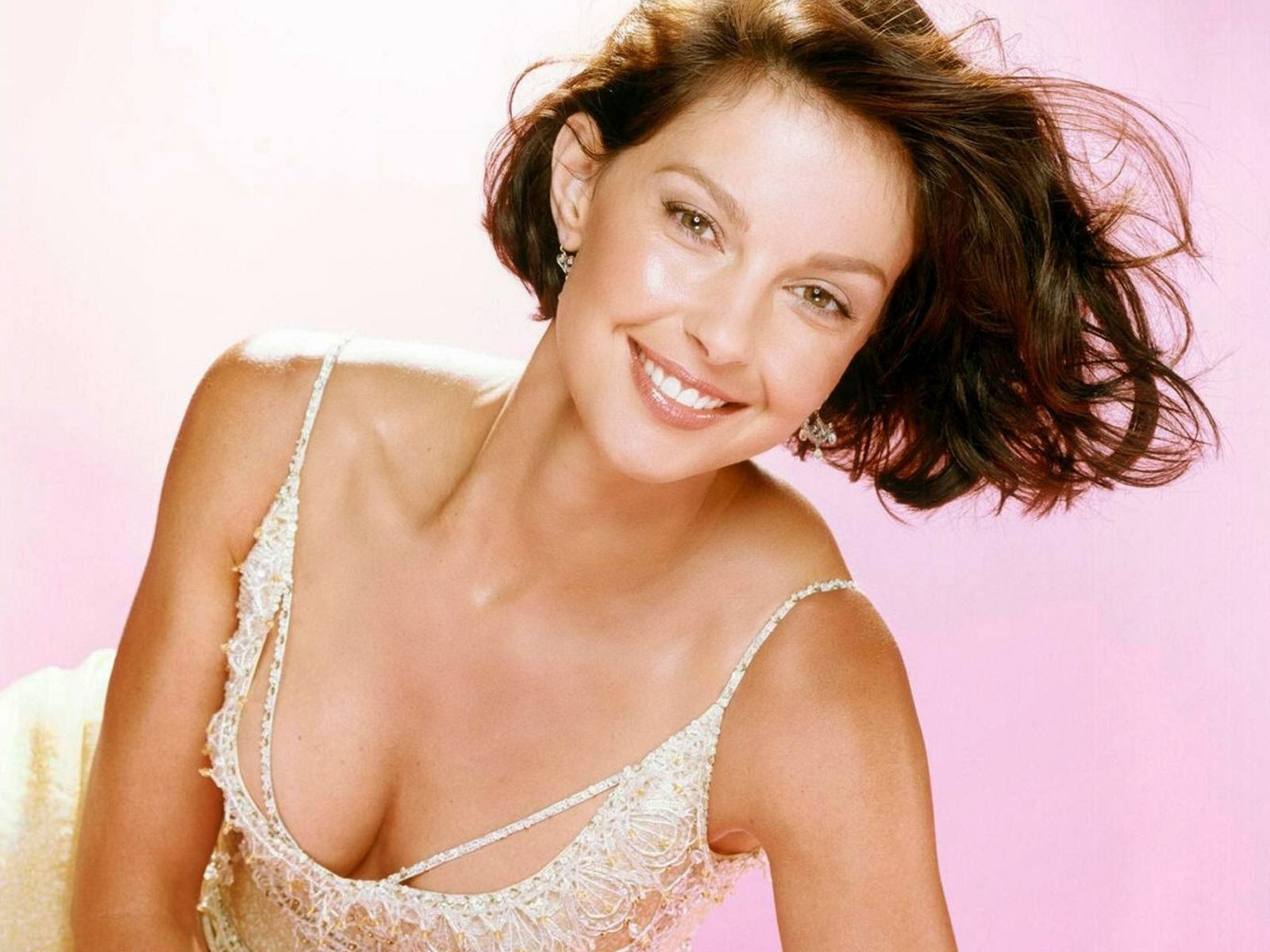 Ashley Judd High Definition Wallpapers