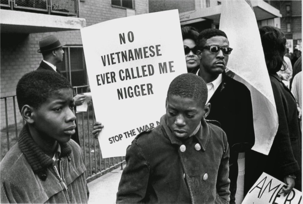 «No Vietnamese ever called me nigger.» Demonstration of the US black population against the Vietnam War, Harlem, 1967.