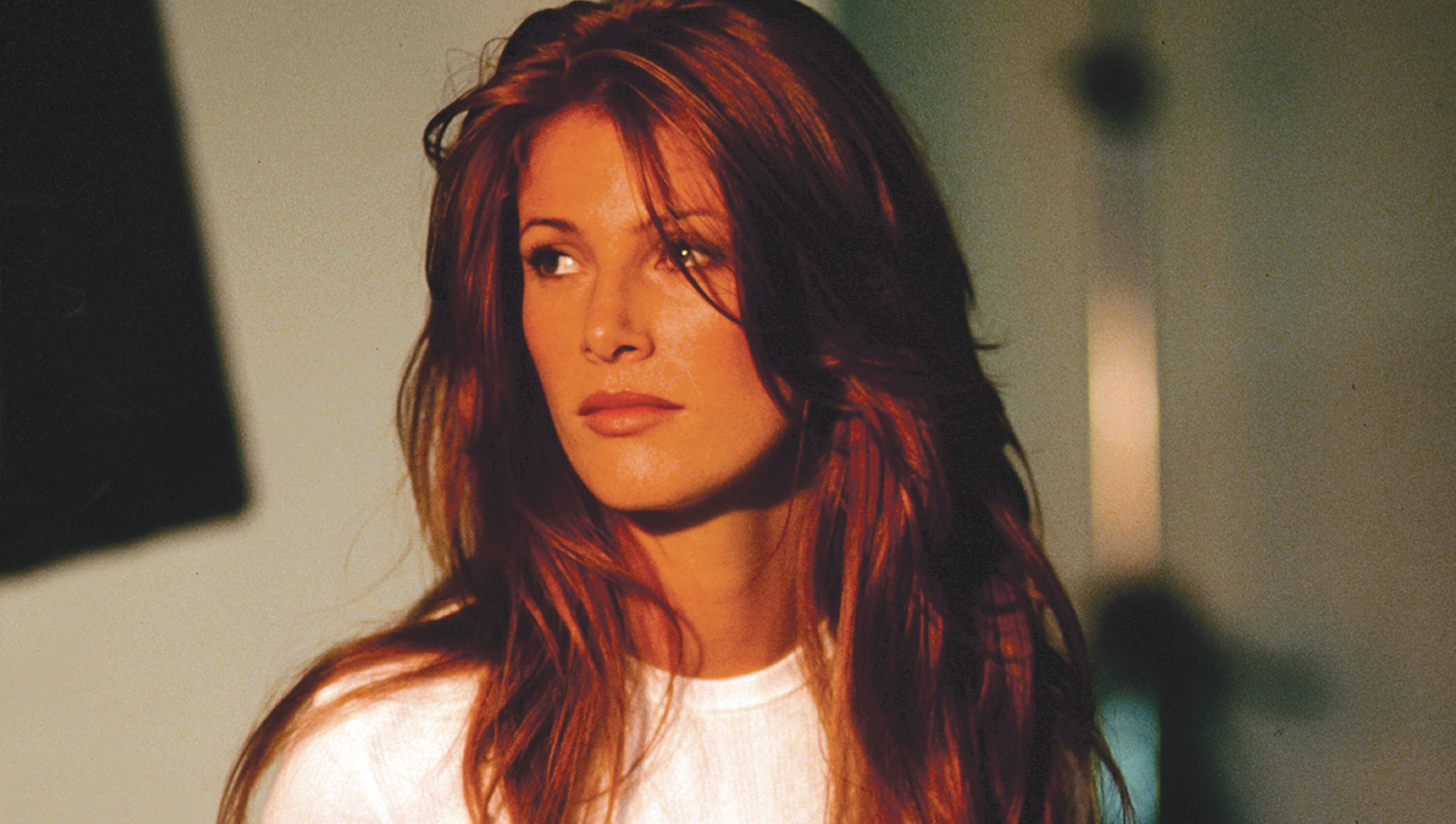 Angie Everhart faces thyroid cancer