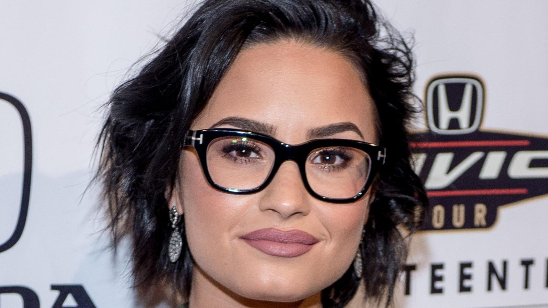 Demi Lovato Short Computer Backgrounds