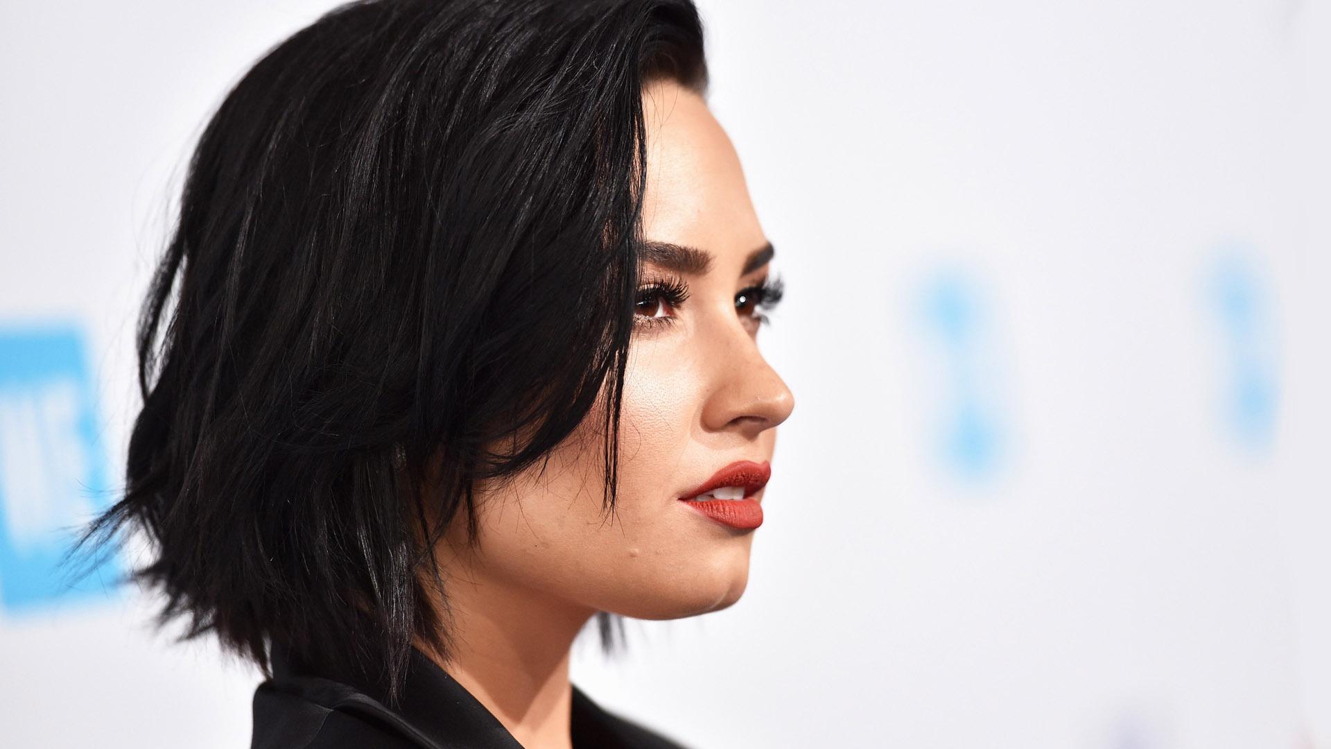 Demi Lovato Short Desktop
