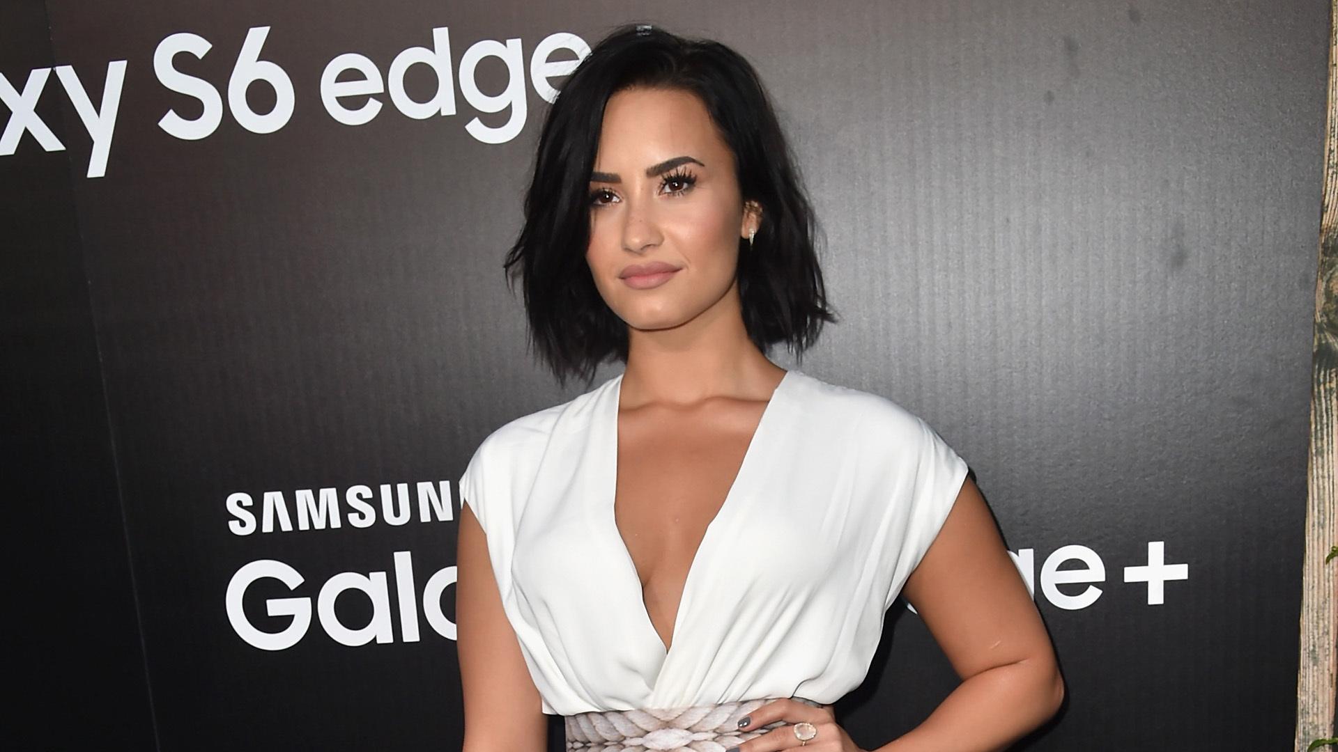 Demi Lovato Short Hd