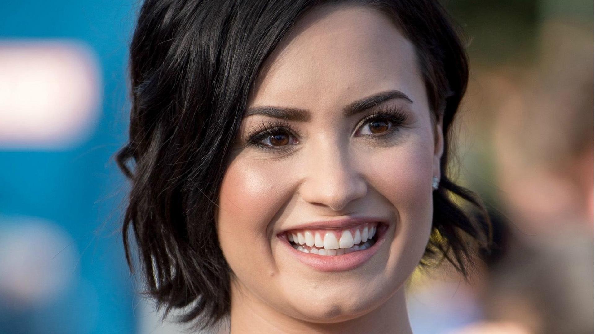 Demi Lovato Short Photos